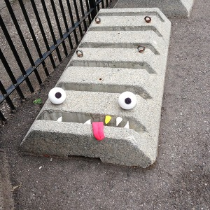 Street-art-Adding-Eyes-and-Teeth-Brings-Everything-to-2