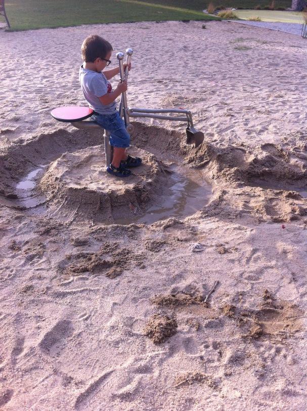 Excavadora parque Ciudad de los Ninos